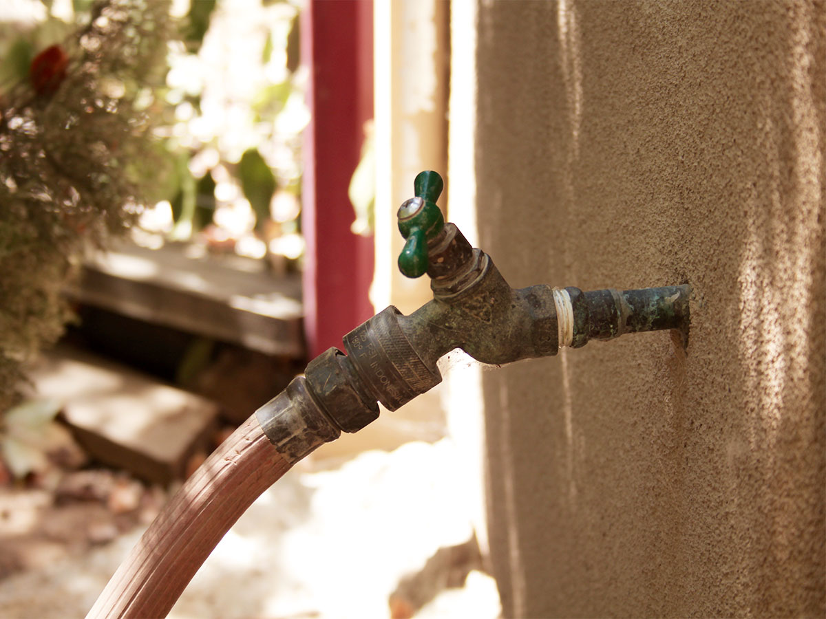 Reactive outdoor faucets and hose bibbs